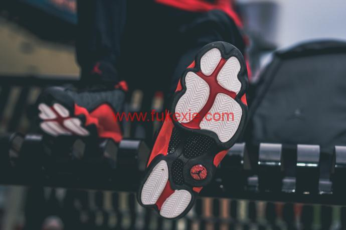 Air Jordan 13红黑配色bred复刻版上脚图