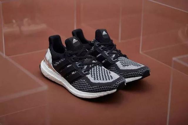 阿迪达斯革命性跑鞋复刻版 低调中升级