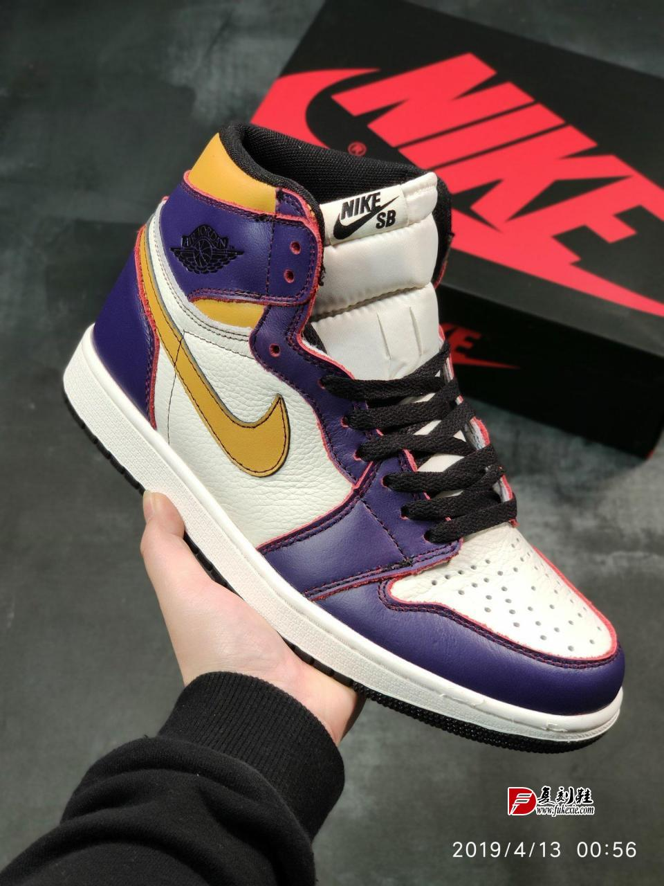 全新配色Nike SB x Air Jordan 1 Retro High OGNike SB与Jordan Brand合作打造的新配色滑板鞋Air Jordan 1 High之一