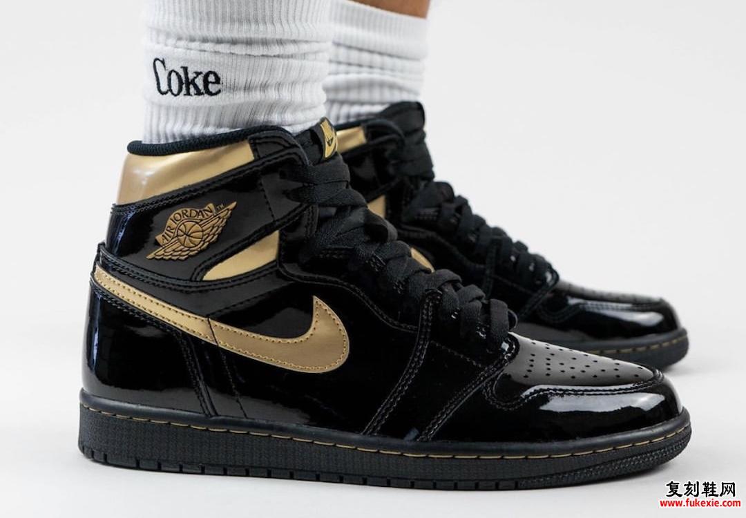 Air Jordan 1 Black Gold 555088-032在脚上
